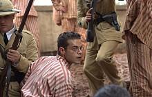 """""""Пеперудата"""" е заснет по мемоарите на Анри Шариер и разказва за Папийон - парижки престъпник, обвинен в убийство и изпратен на Дяволския остров насред океана. Решен да избяга оттам на всяка цена, той влиза в необичайно съдружие с група затворници. По кината от 26 октомври."""