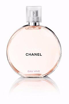 CHANCE, CHANCE EAU VIVE на Chanel е концентрация от енергия, която ви връхлита от първата секунда. Грейпфрут, който присъства още във формулата на CHANCE, дава лек горчив привкус. Тук, обаче, е съчетан с червен портокал. Цитрусите моментално придават свеж и енергичен тонус.