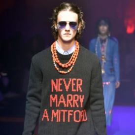 """Историята зад """"NEVER MARRY A MITFORD"""" пуловера на GUCCI"""