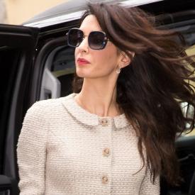 Амал Клуни в костюм на Chanel