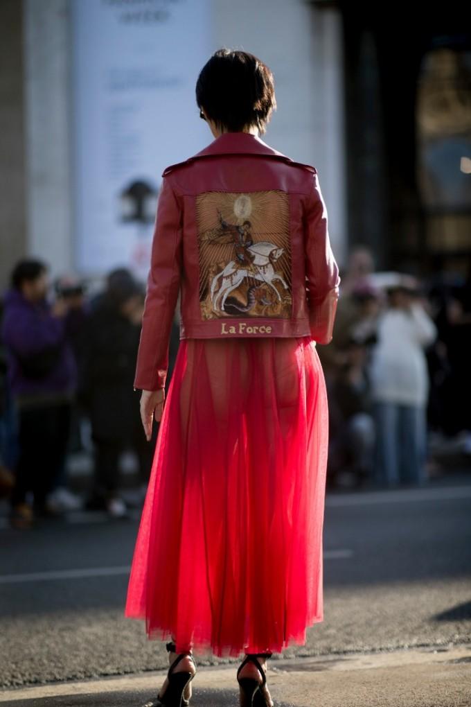 Предпразничен рефреш на гардероба в най-страстния цвят
