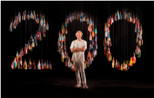 Арт инсталацията от 200 бутилки шампанско на художника Александър Хол