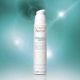 Triacneal Expert на Avene за акнеична кожа в зряла възраст с кремообразна емулсия с плъзгащ се ефект за лесно попиване.