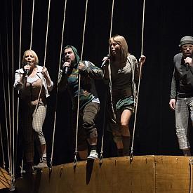 Театърът събира различните