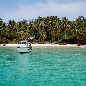 Пу Куок, Виетнам  Най-големият виетнамски остров е истински тропически рай - спокойствието може да разнообразите с масаж и гмуркане сред рифовете.