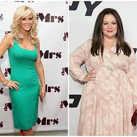 Мелиса Макарти (вдясно) и Джени Макарти (вляво) - Комедийната актриса и бившата еротична моделка, която също се пробва в киното, са братовчедки. Макар че Джени винаги е била определяна за супер секси, Мелиса никога не й е завиждала. Дори напротив, тя твърди, че е щастлива с живота, който има – прекрасен съпруг и две невероятни дъщери.