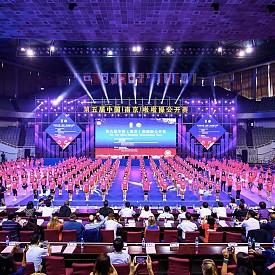 Миналата година десетки мажоретки танцуваха по време на кампанията в Китай