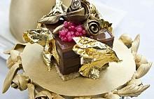 НАЙ-СКЪПИЯТ ПУДИНГструва 34 000 долара. Измислен е от майстори на десерти от The Lindeth Howe Country House Hotel в Уиндърмиър, Великобритания и съдържа шафран, 23- каратово злато и боровинки.