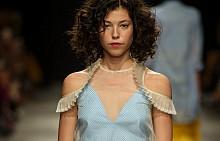 Вдъхновения от модния подиум за стил през летните дни