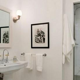 Дженифър Лорънс  Подобно на самата Дженифър, банята й е съвсем естествена и без излишни елементи.