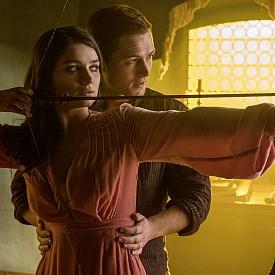 """Тарън Еджъртън и Джейми Фокс са звездите в новата епична екранизация на класическата творба за крадеца, който взима от богатите, за да дава на бедните. """"Робин Худ: Началото"""" вече е по кината."""