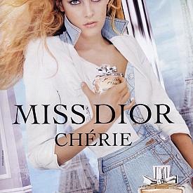 Дъщерята на Лиса Мари Пресли и внучка на Краля на рока Елвис – Райли, определено от дете под светлините на прожекторите и фотоапаратите. Затова и пътят й към модната индустрия не е неочакван. Още на 14-годишна възраст момичето заснема първата си професионална фотосесия, редом до майка си. Следват рекламни кампании, сред които е и Dior.