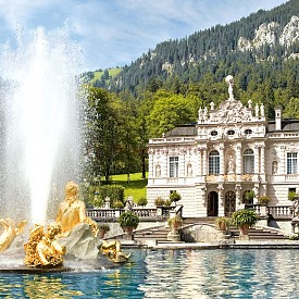 Замъкът Линдерхоф е построен през ХІХ век от баварския крал Лудвиг II. Намира се край баварското село Етал. Това е единственият замък, който Лудвиг ІІ успява да завърши приживе.