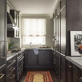 Еми Росум / Нейната кухня е отделена и разполага с всичко необходимо, за да се направи прекрасна вечеря или обяд -включително миялна и малка пералня за покривки и кърпи.