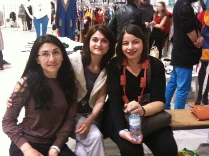 Нели Митева с приятелки във Виена