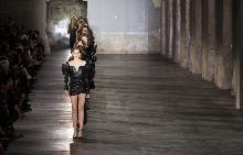 Седмица на модата в Париж/лято 2017: Saint Laurent