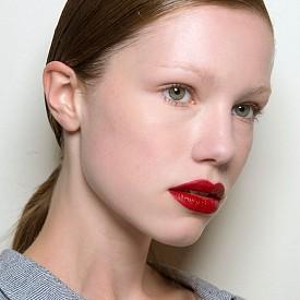 Класическите червени устни са си must have за Свети Валентин.