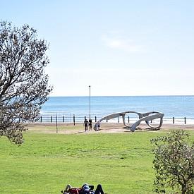Sea Point, луксозната част от Кейптаун. Инсталацията е дело на артиста Michael Elion и е посветена на Нелсън Мандела