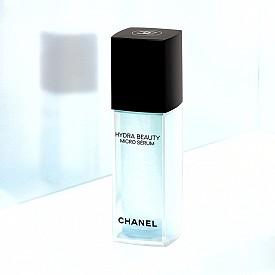 Хидратиращ  микрофлуиден серум с микрокапки от камелия HYDRA BEAUTY MICRO SÉRUM на Chanel,  158 лв. – хидратира и уплътнява кожата