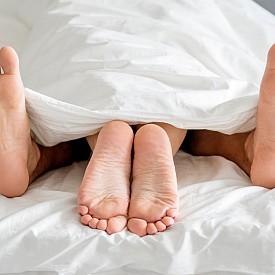 По време на секс може да получите сърдечен удар.  Всички сме чували такива истории за мъже в напреднала възраст. Въпреки това учените ни убеждават, че диабетиците и пушачите са застрашени много повече от това и без да правят секс, отколкото всеки друг по време на секс. Напротив, физическото натоварване, на което се подлага тялото по време на сексуален акт, е полезно за сърдечно-съдовата система. Изследванията потвърждават, че мъжете, които правят секс 2-3 пъти седмично са с по-нисък риск от развитие на сърдечно-съдови заболявания.