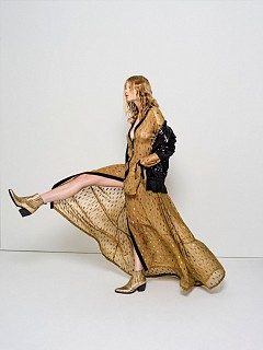 блуза: NARRO, рокля: Rebekka Ruétz, колие: Pomellato, боти: Kennel & Schmenger