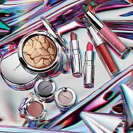Shiny Pretty Things на M.A.C буквално ще ви заслепи с хайлайтър, червила, глосове и единични сенки за очи.