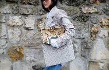 Сако с обемни рамене е възроденият символ на еманципацията в модата.
