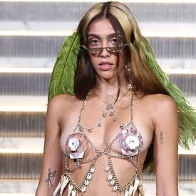 Лурдес Леон дебютира на модния подиум на NYFW