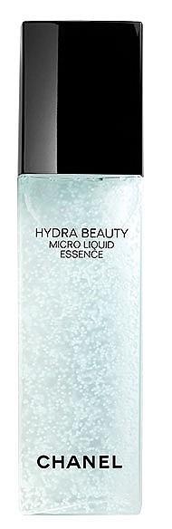 Micro Liquid Essence от серията Hydra Beauty на CHANEL комбинира хидратиращите свойства на водата с  микро капсули, в които се крие нова активна съставка от камелия и подхранващи съставки. Веднага след нанасянето кожата е хидратирана, освежена, сияеща и ревитализирана, а с всяка следваща употреба текстурата и тенът са изравнени.