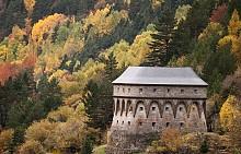 АРАГОН, ИСПАНИЯ  Местността, разположена в североизточна Испания в центъра на Пиринейския полуостров, се слави с националния парк Монте Пердидо. Задължително си направете селфи на фона на каскадите водопади, обкръжени от златистите цветове на природата.
