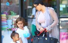 Ким с дъшеря си Норт и племеника си Мейсън
