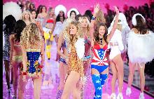 Какво се случи на подиума на шоуто на Victoria's Secret 2015