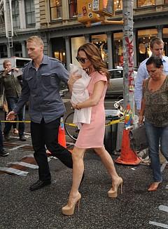 Виктория Бекъм и нейните обувки на висок ток