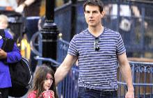 Том и Сури през 2012 г.