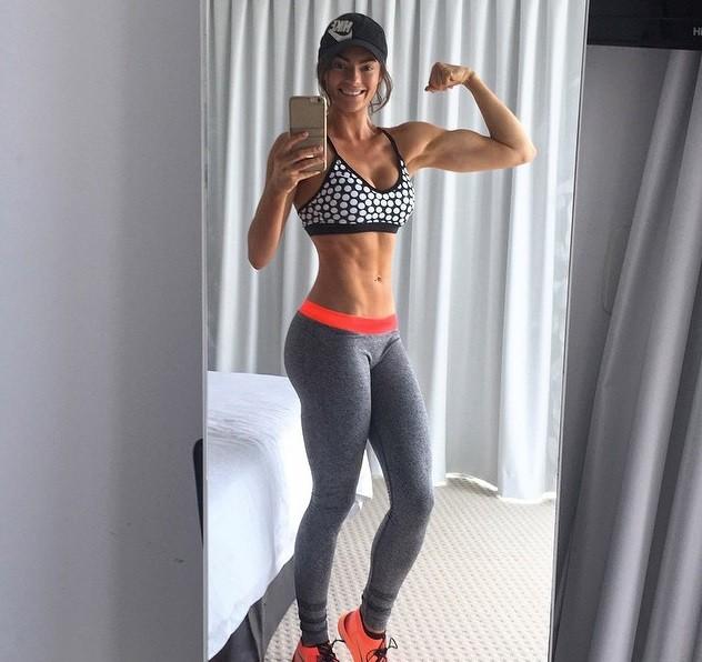 1. Emilyskyefit - Емили Скай е фитнес модел, която предлага...