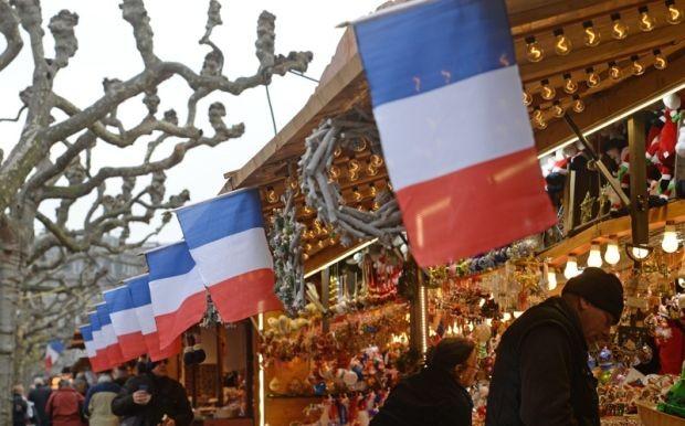 Страсбург, Франция  Коледният базар в Страсбург е...