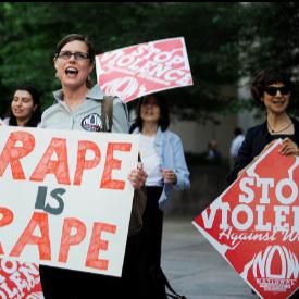 Защо правителството не иска да защити българката от домашно насилие?