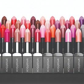 Наблюдавайки как гримьорите в студио на SMASHBOX в L.A. сместват различни цветове червила, за да постигнат съвършенство, марката се вдъхновява да създаде колекцията червила Be Legendary Lipstick от 120 цвята.74-те кремообазнии и 46-те матови цвята издържат през целия ден само с едно нанасяне.