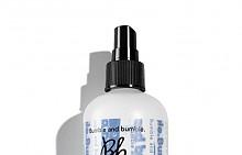 Новият Bb.Thickening Go Big Treatment на Bumble&Bumble стимулира косъма да набъбне и моментално хидратира и уплътнява, 48 лв.