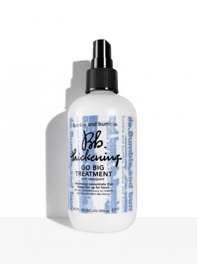 Новият Bb.Thickening Go Big Treatment на Bumble&Bumble стимулира косъма да...