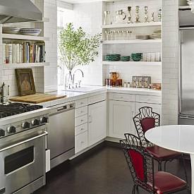 Мариса Томей / Когато актрисата обединява два манхатънски апартамента в един, тя не е посегнала на класическата кухня – само е добавила столове в класически френски стил от 40-те.