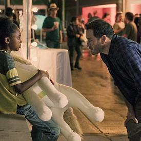 """В хода на епизодите Брад ще се обърне за помощ към бившата си жена Лайла Кайл (изиграна от Еманюел Шрики от """"Антураж"""" и """"Murder in the First"""")."""