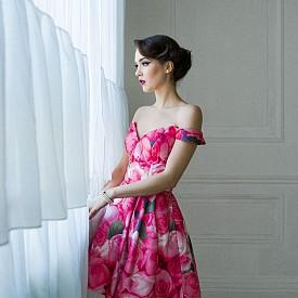 50-те, когато започва триумфът на женствеността с New Look на Кристиан Диор. / Рокля SHERRI HILL от BRIDAL FASHION