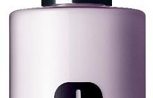 Нежната, незисушаваща формула на Таке The Day Off Cleansing Milk оставя всеки тип кожа овлажнена и без следа от сухота, опъване и дискомфорт. Маслото е ший прави лицето копринено и предотвратява загубата на влага, натриевият хиалуронат го хидратира, линоловата киселина защитава горните слоеве на кожата, а кофеинът и захарозата успкояват кожата. Използвайте за премахване на грим преди почистващата грижа, масажирайте до разтварянето на грима и почистете с памучен тампон или с вода. 200 мл, 55 лв.