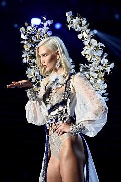 Карли Клос се завърна за шоуто на Victoria's Secret