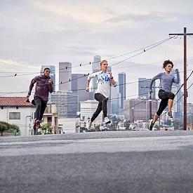 Професионалният лекоатлет, бегач на дълги разстояния Dominique Scott-Efurd, спринтьорът Nethaneel Mitchell-Blake и посланикът на adidas - Adrienne