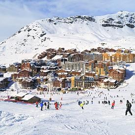 Всяка година в началото на ноември, скиорите започват да планират своите ски ваканции. И докато миналата година модерни бяха имена като известните курорти Сен Мориц в Швейцария и Кицбюел в Австрия, тази година на преден план излизат по-малко познати, но много обещаващи имена