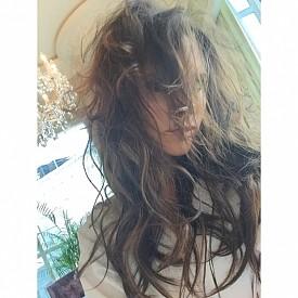 """""""В Сингапур влажността прави косата ми неконтролируема."""""""