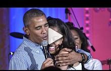 Барак Обама пее на дъщеря си