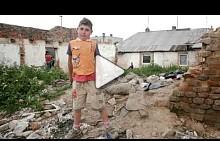 Кадри от заснемането на фотосесията на ELLE Чехия в ромско гето